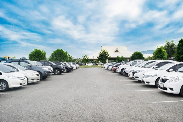 Who Is Responsible for Feeder Lan Accidents in Parking Lots